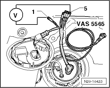 Inspecting fuel flow rate together with Showthread moreover In Tank Fuel Filter Connectors likewise Kia Sedona 2005 Fuel Filter Location moreover Checking fuel flow rate with  pressure gauge vas 6550. on skoda fuel pressure diagram